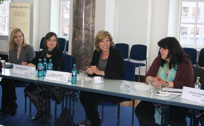 Erster Runder Tisch zur Entwicklungspolitik in Nürnberg. Dagmar Wöhrl - 30. März 2010 Nürnberg.