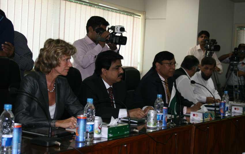 Dagmar Wöhrl bei einem Treffen mit Minister Shahbaz Bhatti in Pakistan. Dagmar Wöhrl - Oktober 2010