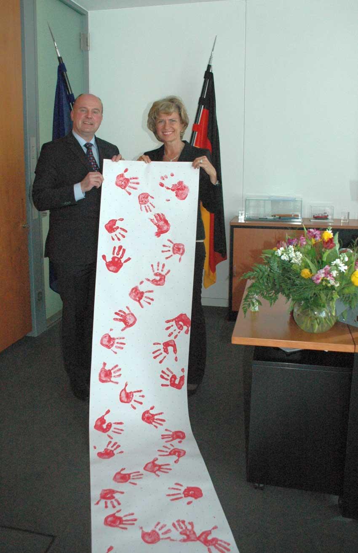 Dagmar Wöhrl erhält Rote Hände. Dagmar Wöhrl - 25. März 2011