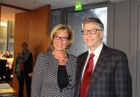 Ausschuss für wirtschaftliche Zusammenarbeit und Entwicklung (AwZ) im Deutschen Bundestag. MdB Wöhrl im Austausch mit Bill Gates über Gesundheitsversorgung, Impfkampagnen und Ebola in Entwicklungsländern - 12. November 2014 2014