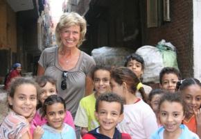 """Dagmar Wöhrl besucht die """"Menschen vom Müllberg"""" in Kairo. September 2011"""