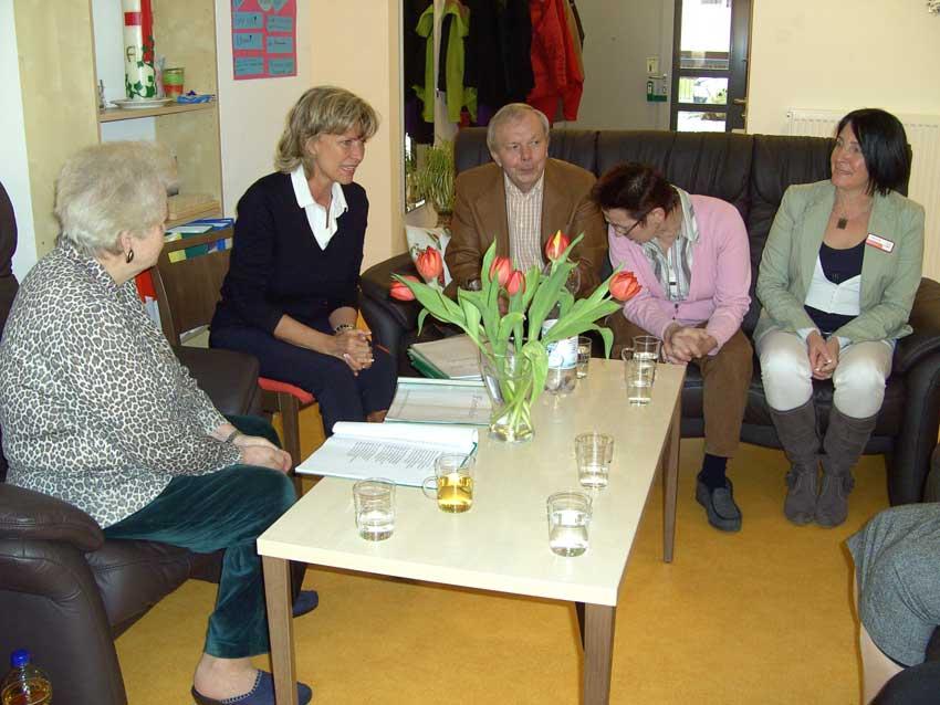 Dagmar Wöhrl besucht erste WG für Demenzkranke in Nürnberg. Dagmar Wöhrl - 11. März 2011 - Nürnberg
