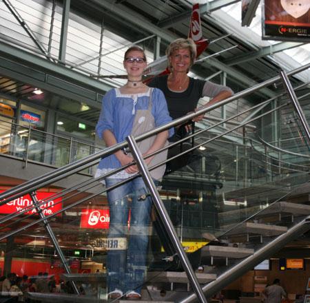 MdB Dagmar G. Wöhrl verabschiedet Nürnberger US-Stipendiatin Hannah Elias. 18. August 2011