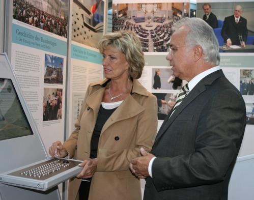 Wanderausstellung des Deutschen Bundestages macht in Nürnberg Halt – Eröffnungsveranstaltung unter Schirmherrschaft von Dagmar G. Wöhrl