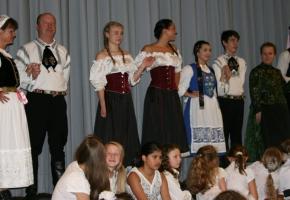 Juni 2012 Aussiedlerkulturtage. Grußwort bei den Aussiedlerkulturtagen 2012 in Nürnberg: Das eigentliche Highlight jedoch waren die farbenprächtigen Trachten und die Tanzvorführungen - und vor allem die Kindertanzgruppen.