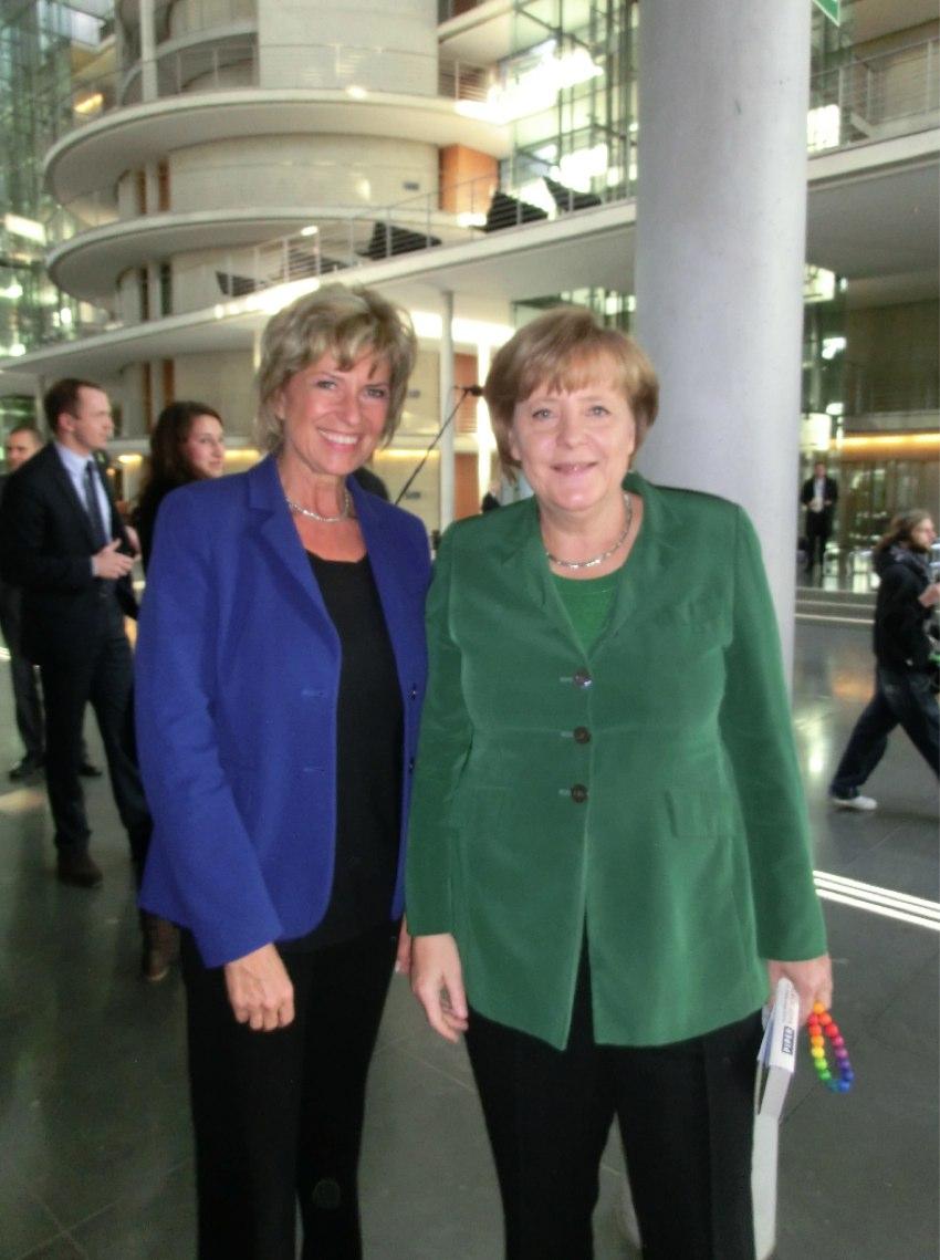 Ein parlamentarisch historischer Moment - Kanzlerin Merkel im AWZ