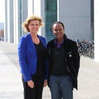 Parlamentarier schützen Parlamentarier. MdB Wöhrl hat parlamentarische Patenschaft für Nürnberger Menschenrechtspreisträgerin Kasha Jacqueline Nabagesera übernommen