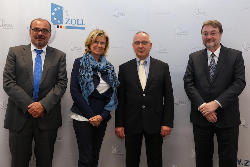 Foto (v.l.n.r.): Regierungsdirektor Josef Herrmann, MdB Dagmar G. Wöhrl, Präsident Jürgen Hartlich, Abteilungsdirektor Dr. Rainer Mellwig