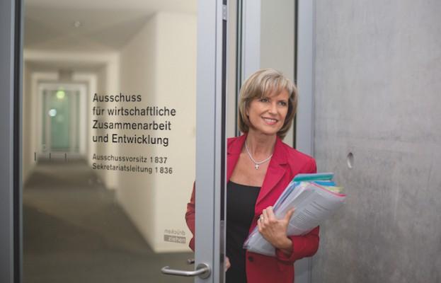 Dagmar-Woehrl-Ausschuss-wirtschaftliche-Zusammenarbeit-und-Entwicklung-im-Deutschen-Bundestag-AWZ