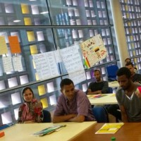 Dagmar Wöhr bescuht Flüchtlinge in Sprachschule